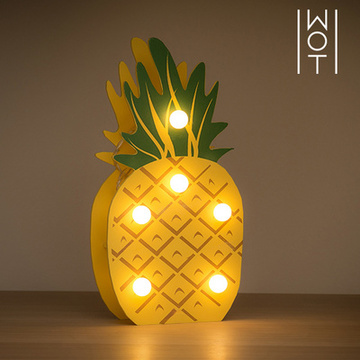 Wagon Trend Decoratieve Houten Ananas (6 LED)